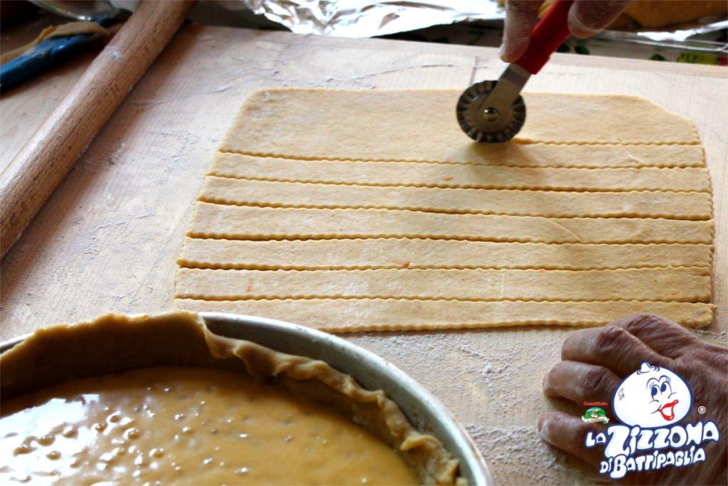 Ricetta Pastiera Napoletana: pasta frolla a striscioline